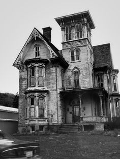 There are so many homes downtown screaming for someone to love them again. I'd LOVE to restore an old home like this.