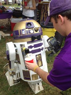 LSU Tailgating R2-D2 Keg Dispenses Beer for Galactic Tips