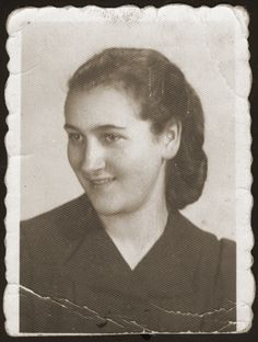 Identification card portrait of Hinda Chilewicz taken in the Sosnowiec ghetto. [Photograph #23987]