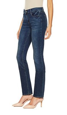 Skinny jeans are the IT denim of the season. This DKNY mid-rise style provides just the right amount of coverage, and the slim legs tuck neatly into your favorite boots!