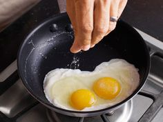 Sunny side up eggs edibl egg, perfect egg