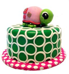 Modern green and white circle cake with 3D cute turtle for baby shower. Strawberry cake with buttercream icing, fondant, gumpaste turtle. May 2013, by Silver Cake Studio.