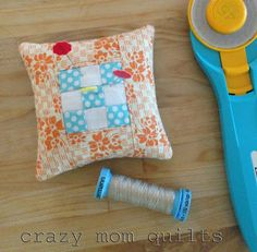 DIY mini 9 patch pin cushion tutorial from Crazy Mom Quilts! Too cute!