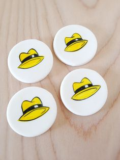 Handpainted edible fedora cupcake toppers! Perfect for your daddy-o! #fathersday #edibledecorations #cupcaketoppers