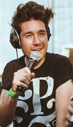 Dan Smith. LOOK AT THAT PERFECT HAIR