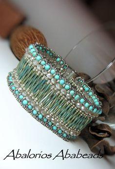 Mi Catala Bracelet - en mi blog encontraran el esquema visit my website www.FenisiaPetra.com