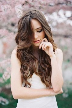 So pretty! hair and make-up! #hrvawedstyle In my dream wedding, my hair would actually do the loose curl thing.