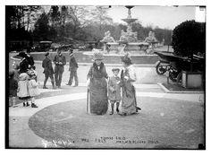 Mrs. Field, a young Osgood Field, and Mrs. Wm. B. Osgood Field (Lila Vanderbilt Sloane), Consuelo Vanderbilt's first cousin.