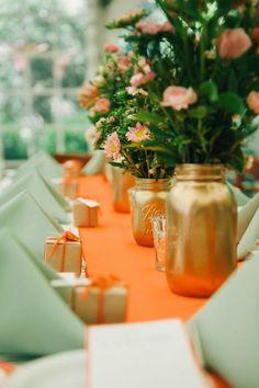Paint glass jars gold, gold favours, mint contrast. Bridal Shower. Good idea!