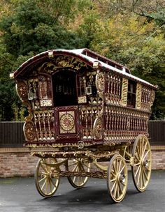 1914 Gypsy wagon built by one of the most famous builders, Dunton & Sons of Reading, England