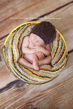 i just love newborn photos like this