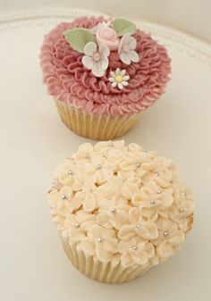Garden Party Cupcakes by Icing Bliss, via Flickr