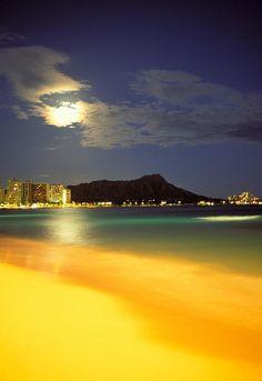 Diamond Head and Waikiki beach.  Honolulu, Hawaii.