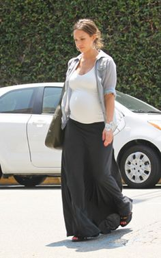Cute and Comfy Maternity Outfit