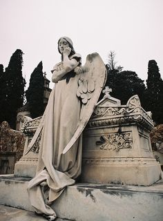 by Dykstran, via Flickr #angel #statue #grave #cemetery