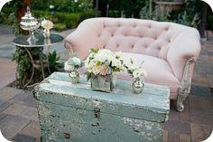This PINK sofa is SOOOOO ME! I want, I want, I want!!!