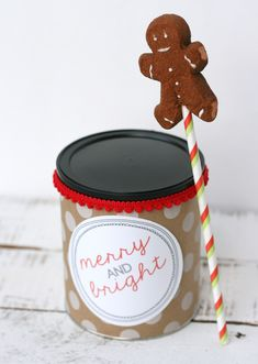 DIY Gingerbread Hot Chocolate Stirrers - Combo these cuties with hot chocolate for a thoughtful gift for foodies and neighbors this Christmas!