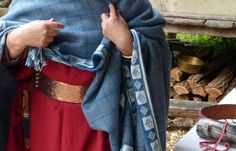 Cloak with tablet-weaving using slightly modified Hochdorf motifs