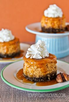 Mini Pumpkin Cheesecakes With Gingersnap Crust #BIthanksgiving #bingo