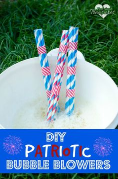 These bubble blowers are fun, simple and cheap to make! Perfect for preschoolers who LOVE bubbles! Homemade bubble solution included! #bubbles #patrioticcrafts