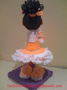 Fofucha gitana con traje naranja detrás/Fofucha doll in orange andalusian dress back side