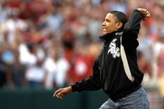 President Obama throws out the first pitch at a #White #Sox game