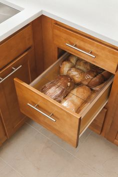 Extend freshness with Aristokraft's bread lid kit.