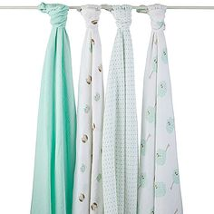 Soft to the touch and gentle against baby's skin, these muslin cotton blankets are ideal for swaddling.