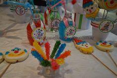Table dessert. Sweet. Circus party http://antonelladipietro.com.ar/blog/2012/03/payasos-en-el-cumple/