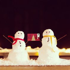 Even snowmen warm up with the warmth of Starbucks.