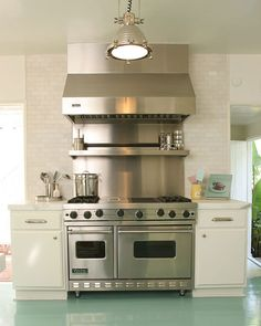 Love the stove and the tile!