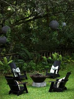 black chairs love this take on outdoor furniture