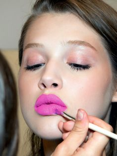 Bright fuchsia lips.
