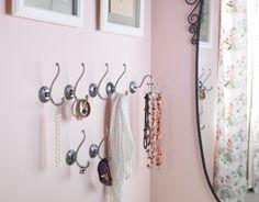LILLHOLMEN haakjes. Hang er kettingen, sjaaltjes en riemen op en creëer een allegaartje aan leuke accessoires.  #IKEA