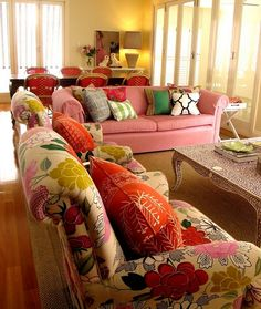 whimsical but sophisticated living room. love the pink sofa