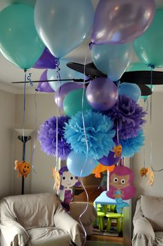 Fluffy decorations and balloons with little fish tied to them... color schemes, birthday parties, paper flowers, guppi birthday, bubble guppies birthday, 2nd birthday, balloon, parti idea, bubbl guppi