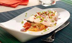 """Receta de lubina asada al horno y acompañada de una tortilla de pimientos """"piperrada"""" y jamón. Un plato de pescado elaborado por Bruno Oteiza. #lubina #piperrada #receta"""