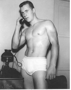 Phillip Knight, april 1955