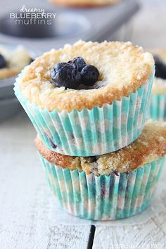 Fluffy fresh blueberry muffins topped with a dreamy crumble!