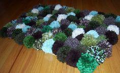 como hacer una alfombra de lana.jpg. SE HACEN CON POMPONES DE LANA