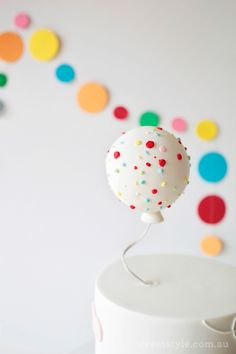 Balloon cake topper. LOVE!