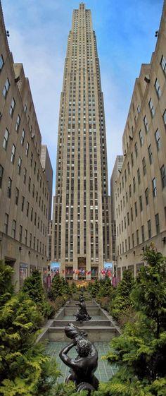 The Infinite Gallery : Rockefeller Center, New York City