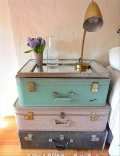 DIY table: reuse old suitcases.
