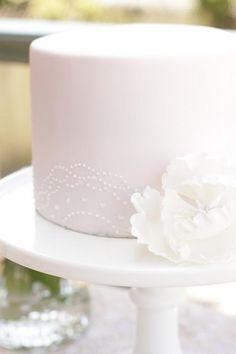 Simple. via Single Tier Cakes / Wedding Style Inspiration / LANE (instagram: the_lane)