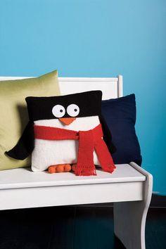 Penguin+Pillow+PDF+Knitting+Pattern+by+wrchili+on+Etsy,+$4.00 - Pinned via Pinterest button on website.