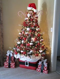 Santa Christmas tree using a tote