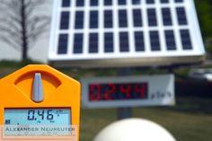 Fukushima - Freier Fotojournalist für Reise- und Umweltthemen Official radiation measuring post always shows a value far too low.