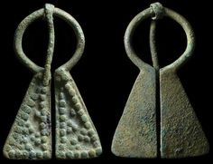 Viking to Finno-Ugric bronze cloak-pin, found in Northern Europe. 800-1550 AD. Dotted pattern on front, pin still present.