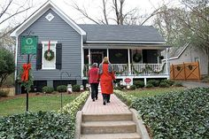 Tour this Folk Victorian Decorated for Christmas