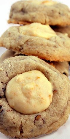 Melt-In-Your-Mouth Butter Pecan Cookies with White Chocolate Crunch Filling Recipe